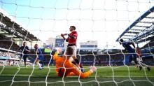 Barkley Selamatkan Muka Chelsea di Stamford Bridge