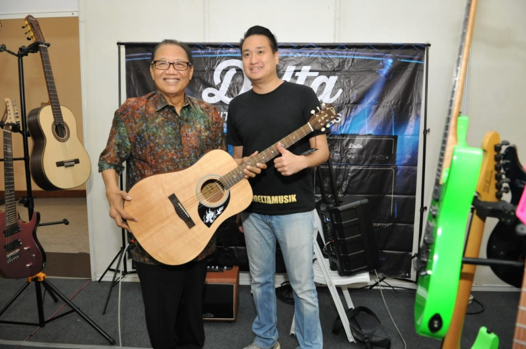 Menteri Koperasi dan UKM Puspayoga mengajak masyakat membeli alat musik lokal berkualitas impor di Smesco Music Expo 2018, pada 19-21 Oktober (Foto:Dok.Kemenkop UKM)
