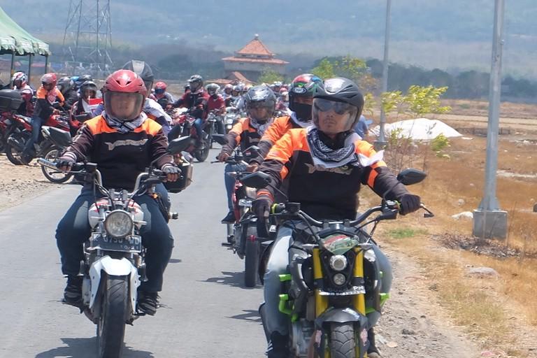 Ratusan biker gelar Touring Toleransi antar umat beragama di kawasan Lasem, Rembang, Jawa Tengah, Minggu, 21 Oktober 2018. Medcom.id/ Budi Arista Romadhoni.