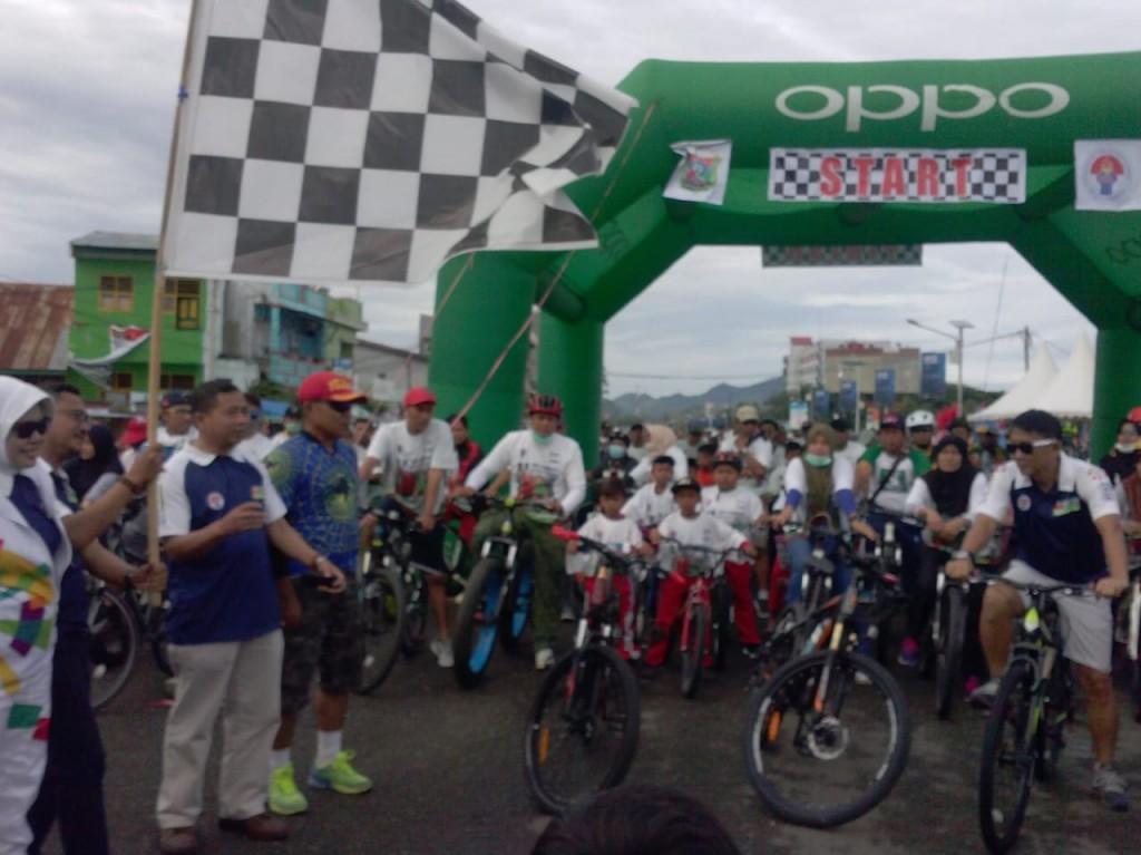 Suasana garis start Sepeda Nusantara Etape Manakarra. (Foto: Humas Kemnpora)