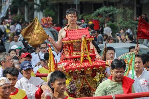 Melihat Tradisi Kirab Ruwat Bumi di Jakarta
