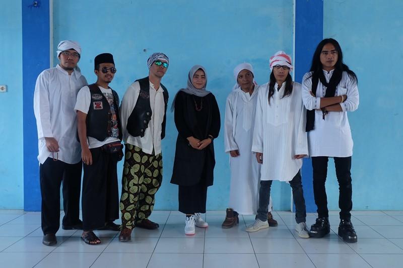 Band JENTRE tampil dalam acara peringatan satu abad Pondok Pesantren Al Hidayat, di Kecamatan Lasem, Kabupaten Rembang, Minggu, 21 Oktober 2018, Minggu, 21 Oktober 2018. Medcom.id/ Budi Arista Romadhoni.