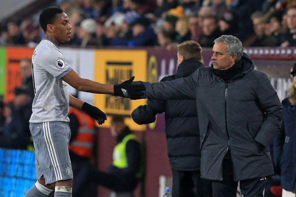 Anthony Martial dan Jose Mourinho (AFP/LINDSEY PARNABY )