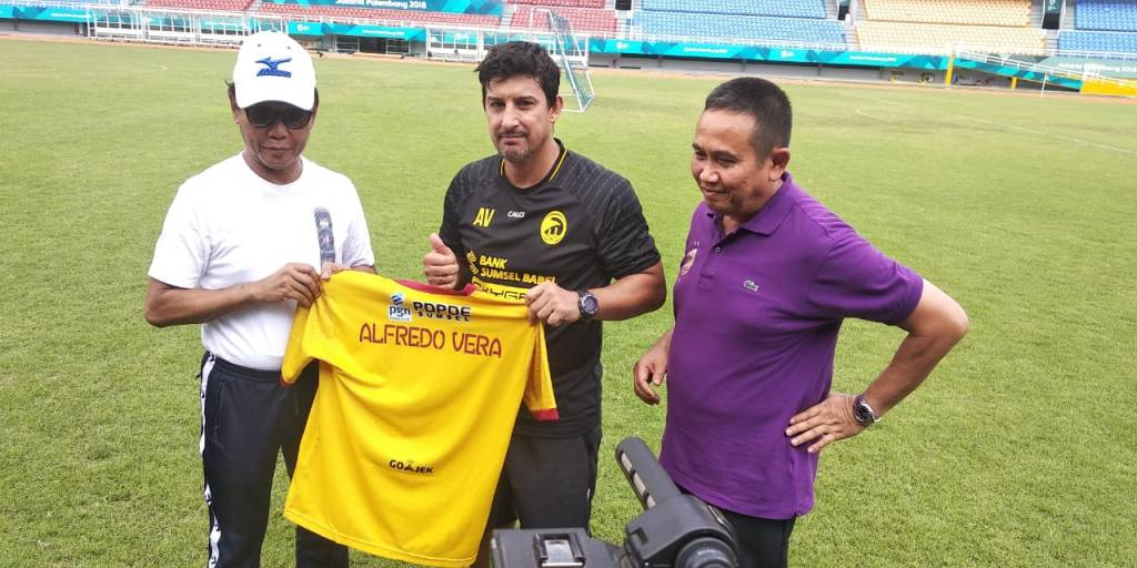 Angel Alfredo Vera, pelatih baru Sriwijaya FC saat diperkenalkan secara resmi