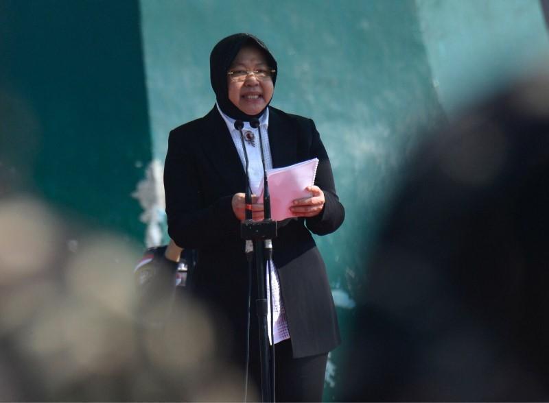 Wali Kota Surabaya Tri Rismaharini saat menghadiri upacara peringatan Hari Santri Nasional (HSN) di Museum Tugu Pahlawan, Surabaya. (Medcom.id/Amal).