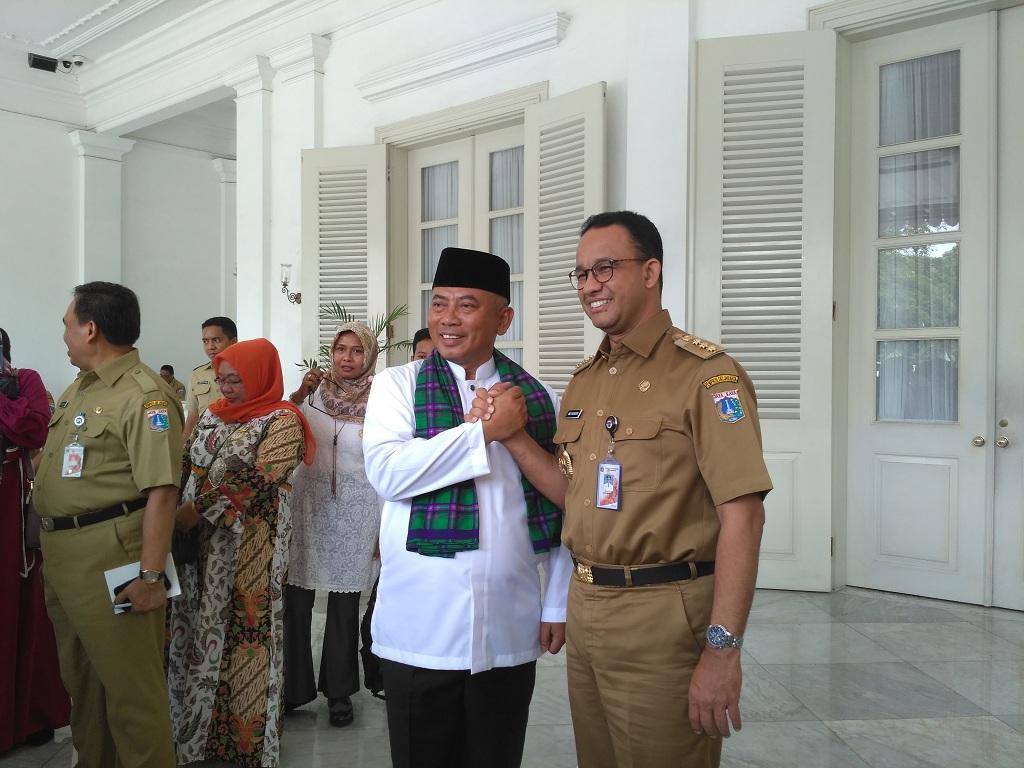 Walkot Bekasi Rahmat Effendi dan Gubernur DKI Jakarta Anies Baswedan - Medcom.id/Nur Azizah.