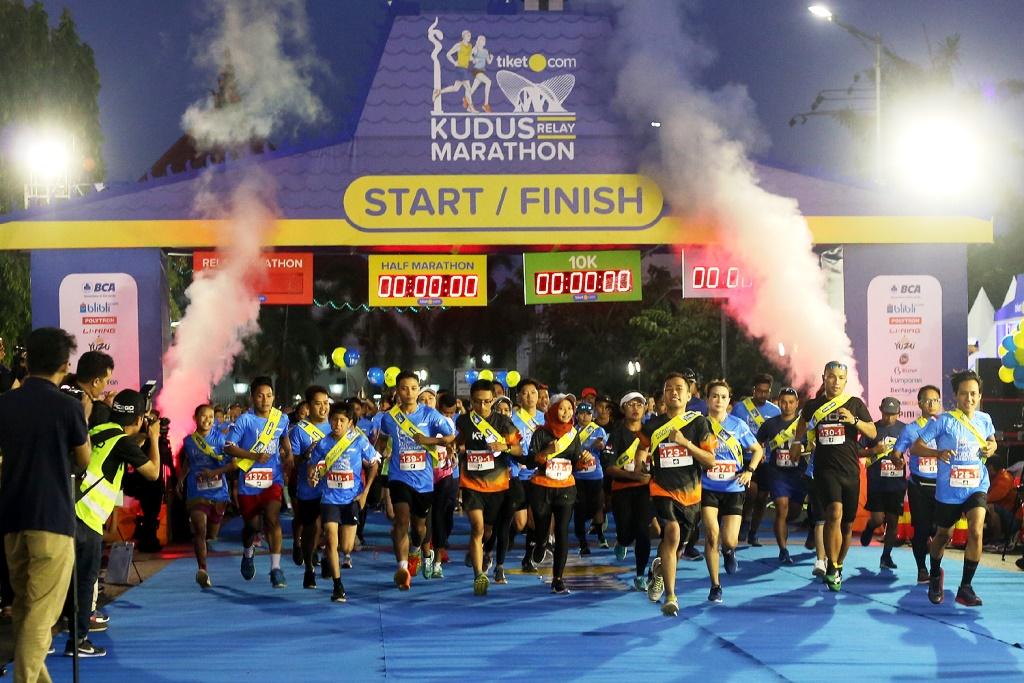 Kejuaraan lari bertajuk Tiket.com Kudus Relay Marathon 2018 sukses digelar untuk pertama kalinya di Kudus, Jawa Tengah, pada Minggu, 21 Oktober (Foto:Medcom.id/A. Firdaus)