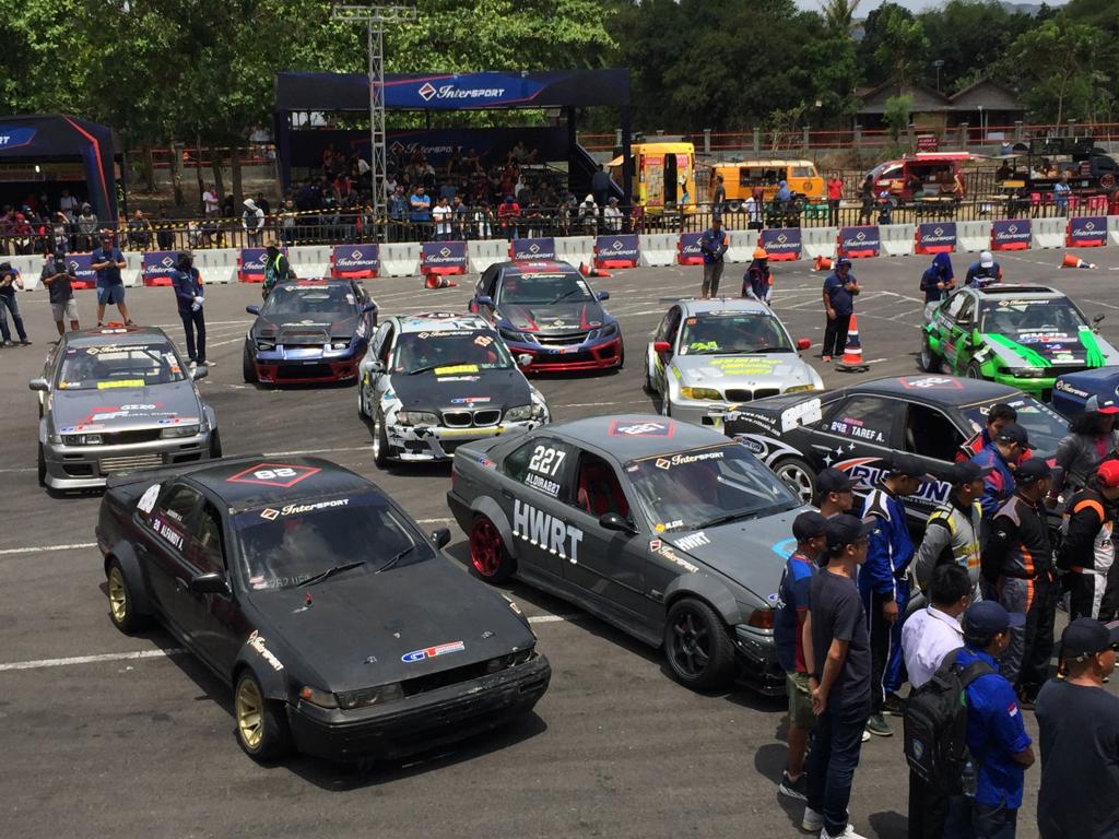 Puluhan drifter ikut serta di putaran kelima Intersport World Stage Qualifier. Intersport