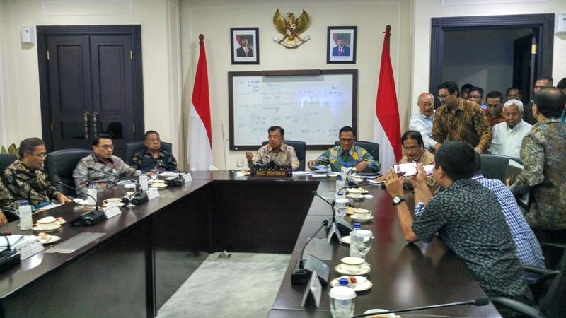Wakil Presiden Jusuf Kalla memimpin rapat untuk mereview data produksi beras yang sempat simpang siur. Medcom/Dheri A.