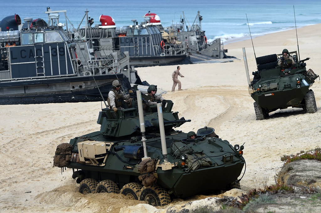 Latihan NATO di pantai Penheiro da Cruz pada 2015. (Foto: AFP)
