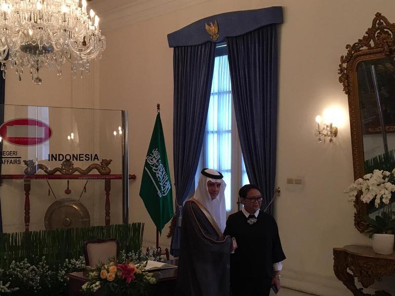 Menteri Luar Negeri RI Retno Marsudi saat menerima Menlu Arab Saudi Adel al-Jubeir di Gedung Pancasila, Selasa 23 Oktober 2018. (Foto: Sonya Michaella).