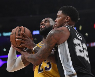 Spurs Perpanjang Penderitaan Lakers, Warriors Perkasa di Kandang