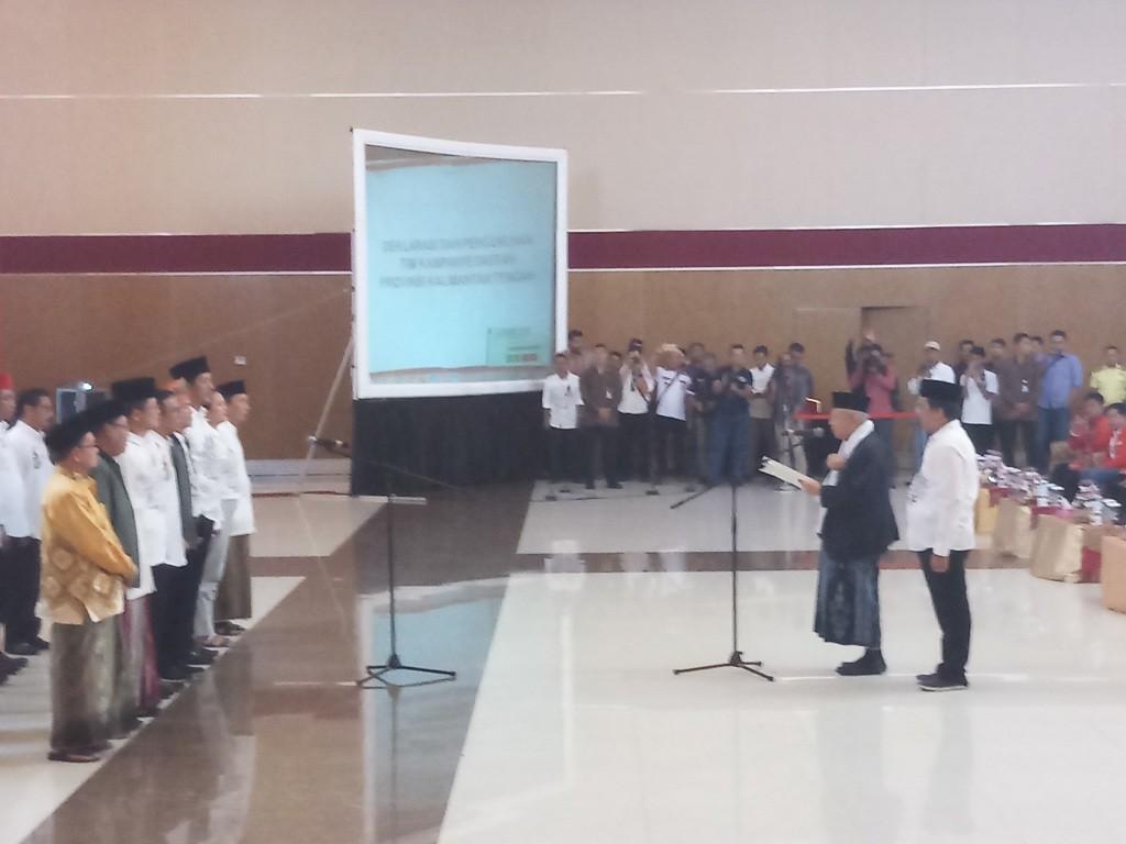 Calon wakil presiden nomor urut 01 Ma'ruf Amin melantik dan mengukuhkan Tim Kampanye Daerah (TKD) Joko Widodo-Ma'ruf Amin di Kalimantan Tengah - Medcom.id/M Sholahadhin Azhar.