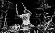 Travis Barker Siap Kembali Beraksi Bersama Blink-182