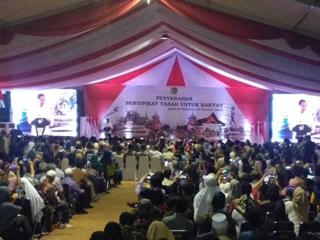 Presiden Joko Widodo menghadiri penyerahan sertifikat tanah kepada warga Jakarta Selatan--Medcom.id/Yogi Bayu Aji.