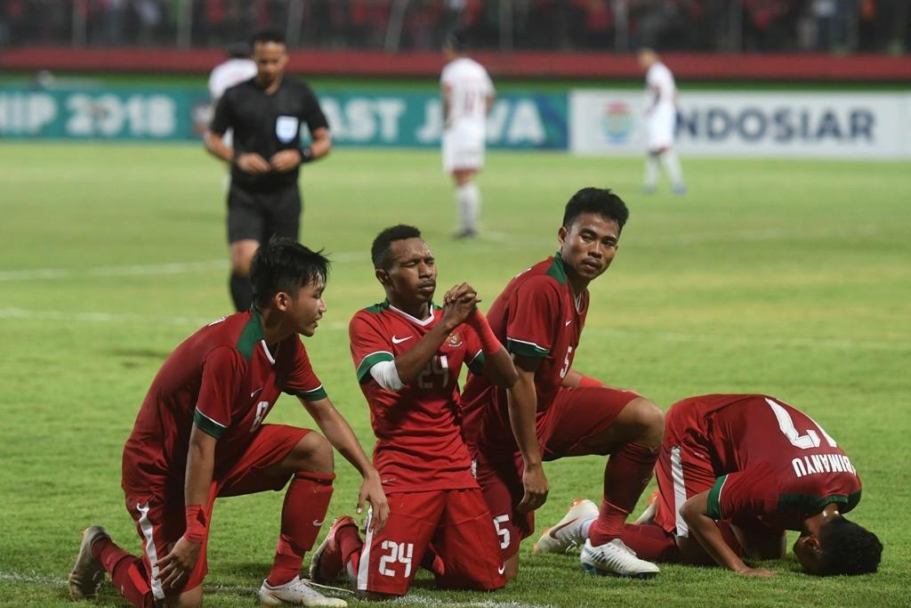 Aksi Todd Ferre (dua dari kiri) saat merayakan gol ke gawang Filipina pada ajang Pial AFF U-19 (Foto: ANTARA FOTO/Zabur Karuru)