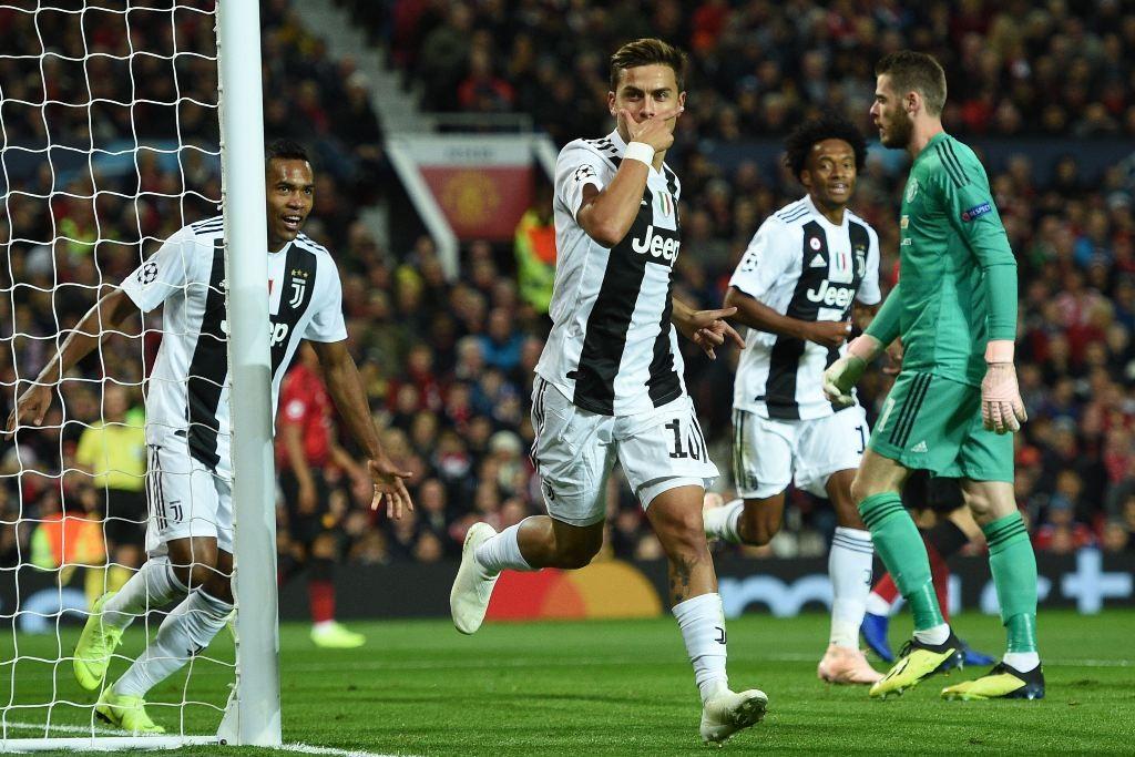 Selebrasi gol Paulo Dybala ke gawang Manchester United. (Photo by Oli SCARFF / AFP)