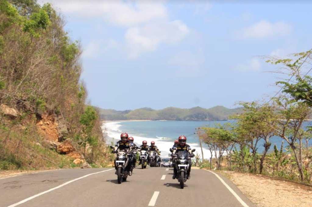 Konvoi sepeda motor harus dengan cara yang aman. Medcom.id/M. Bagus Rachmanto