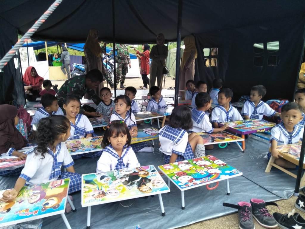 Suasana lomba melukis dan mewarnai anak usia dini di kamp pengungsian Kelurahan Kayumalue, Kecamatan Palu Utara, Kota Palu, istimewa.