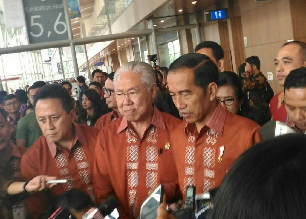 Presiden Joko Widodo bersama dengan Menteri Perdagangan Enggartiasto Lukita (Foto: Medcom.id/Ilham Wibowo)