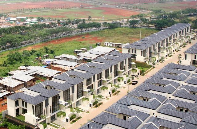 Pembangunan komplek perumahan mewah di Serpong, Tangerang. MI/Agung Wibowo
