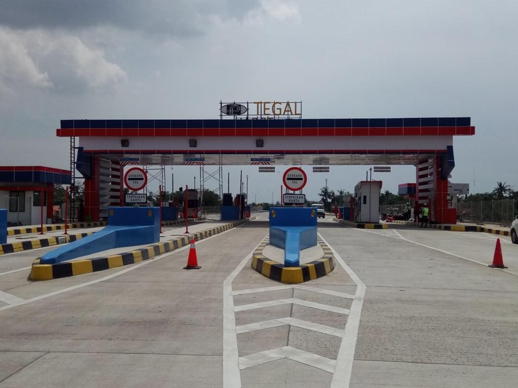 Tol Brebes Timur – Pemalang belum dibuka untuk pengendara yang akan menggunakan jalur. (Medcom.id/Kuntoro Tayubi)