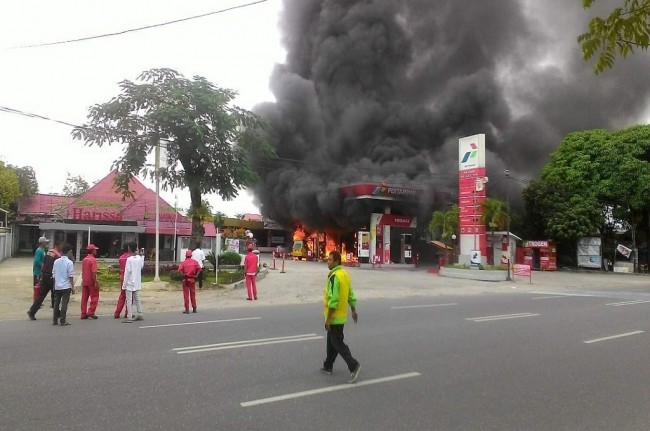 Kebakaran di SPBU di Kota Padang, Jumat 21 September 2018, Medcom.id - Alex