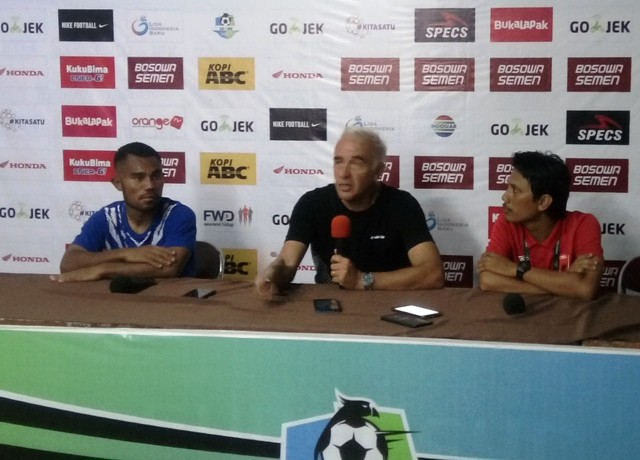 Pelatih Persib Mario Gomez (tengah)-Medcom.id/Andi Aan