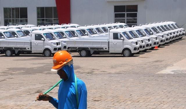 Deretan mobil Esemka di pabriknya di Sambi, Boyolali (22/10/2018). Calon mobil nasional ini sudah mendapatkan TPT (Tanda Pendaftaran Tipe) dan Sertifikat Uji Tipe (SUT) dari Kementerian Perhubungan dan telah memproduksi salah satu jenis mobil pickup. Anta