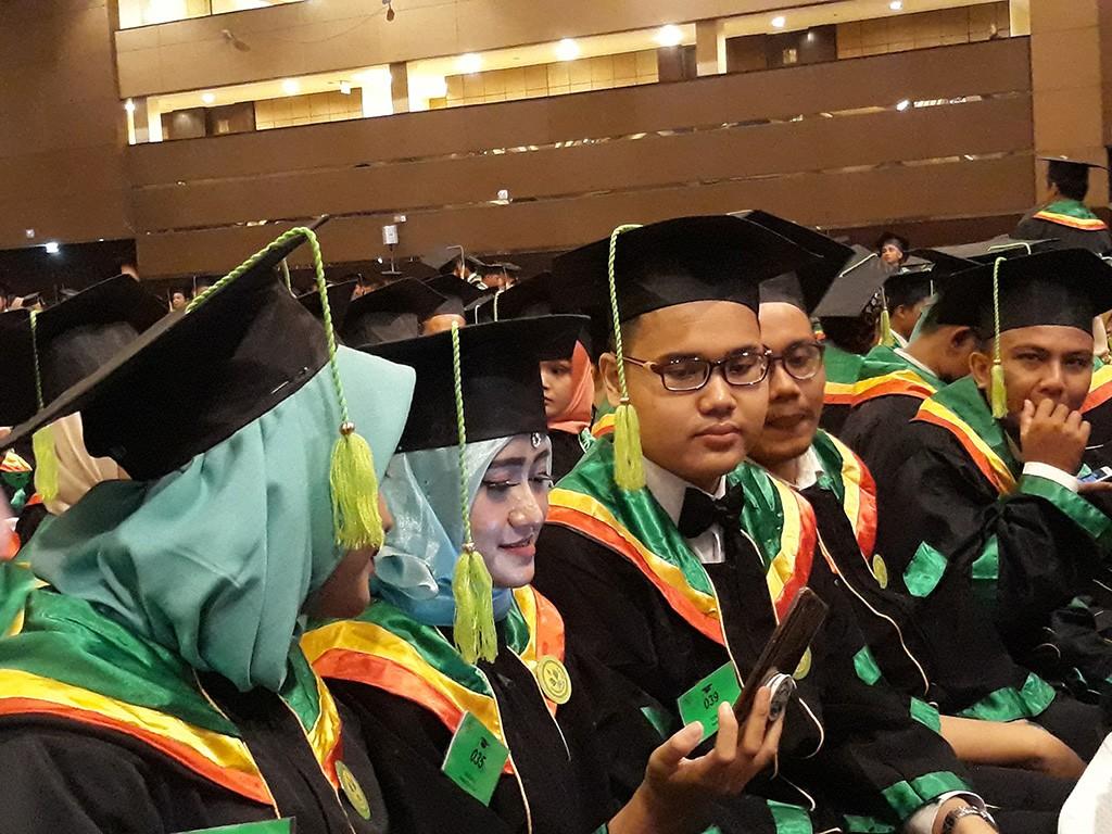 Lulusan sebuah perguruan tinggi sedang mengikuti prosesi wisuda, Medcom.id/Citra Larasati.