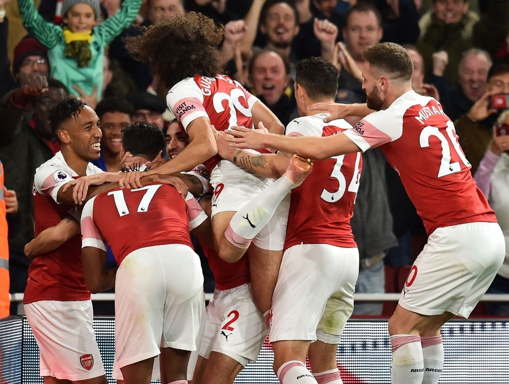 Pemain Arsenal merayakan gol Pierre Emerick-Aubameyang ke gawang Leicester City (AFP/Glyn Kirk)