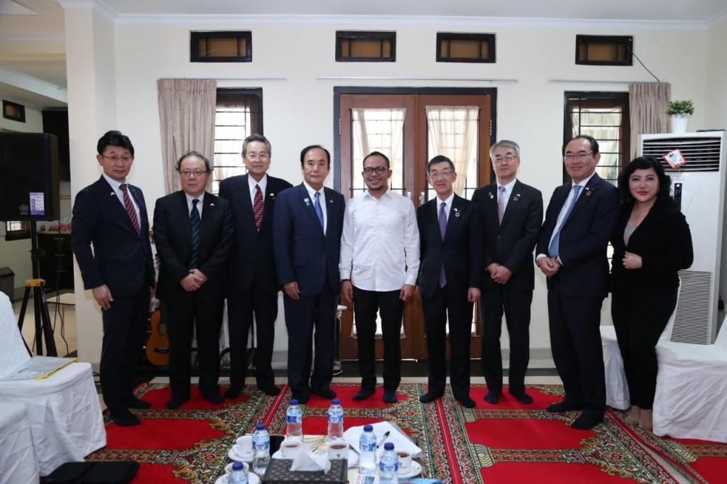 Menaker M Hanif Dhakiri menerima kunjungan Gubernur Saitama Prefecture Jepang (Foto:Dok.Kemenaker)