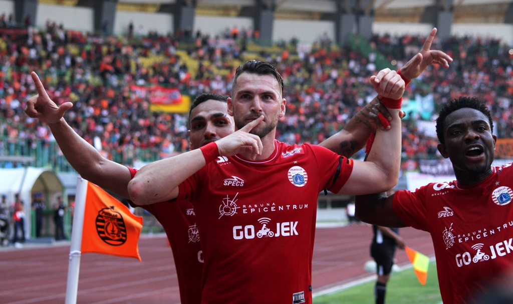 Selebrasi Marco Simic usai mencetak gol ke gawang Perseru Serui di Liga 1 (Foto: ANTARA FOTO/Risky Andrianto)