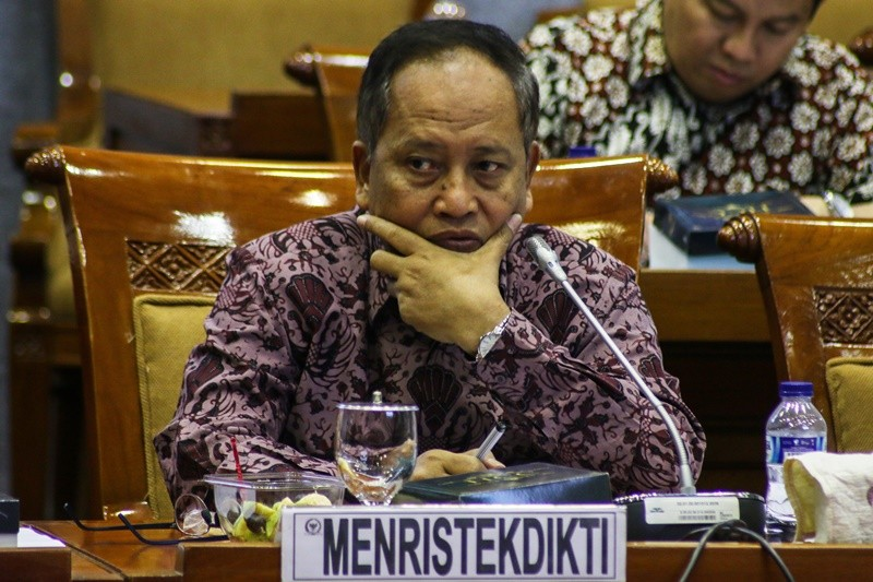 Menteri Riset, Teknologi dan Pendidikan Tinggi Mohamad Nasir mengikuti rapat kerja dengan Komisi X DPR di Kompleks Parlemen, Senayan, Jakarta, Rabu (24/10/2018). ANTARA FOTO/Rivan Awal Lingga.