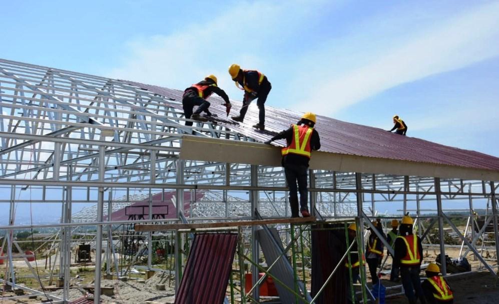 Huntara dibangun dengan kontruksi rangka baja dan dinding berbahan glassfiber reinforced cement (GRC). Biaya pembangunannya Rp 500 juta per unit huntara. dok. Kementerian PUPR