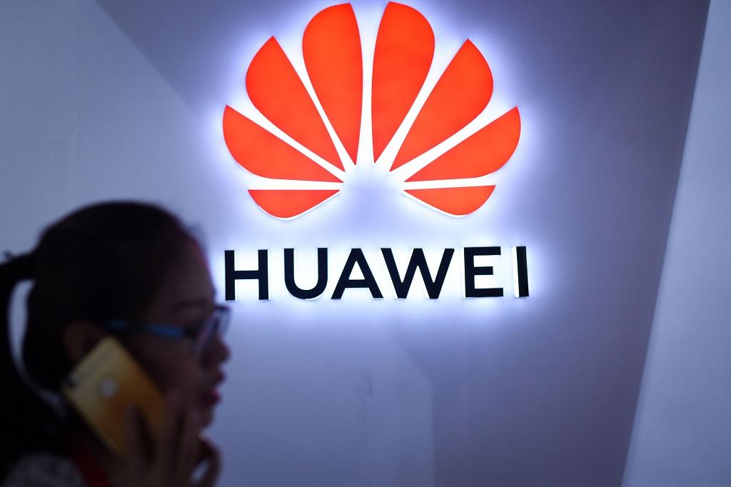 Tiongkok tawarkan Trump untuk gunakan ponsel Huawei. (AFP PHOTO / WANG Zhao)
