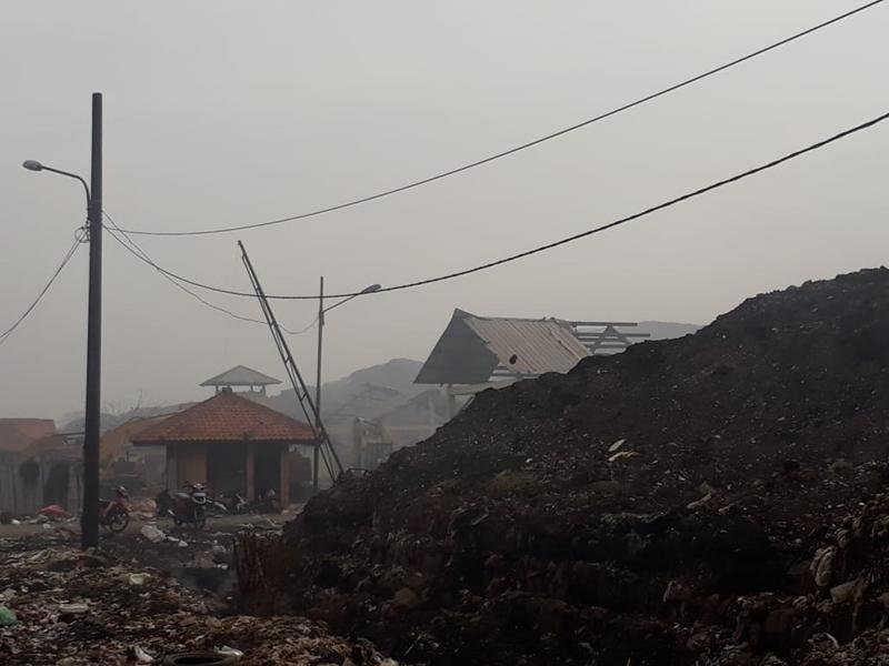 Sampah di TPA Jatiwaringin, Kabupaten Tangerang, menumpuk layaknya gunung. Medcom.id/Hendrik Simorangkir
