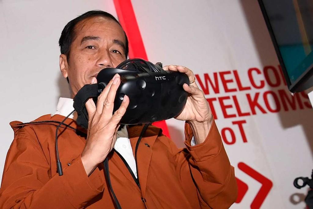 Jokowi Beli Jaket Lokal di Ideafest 2018