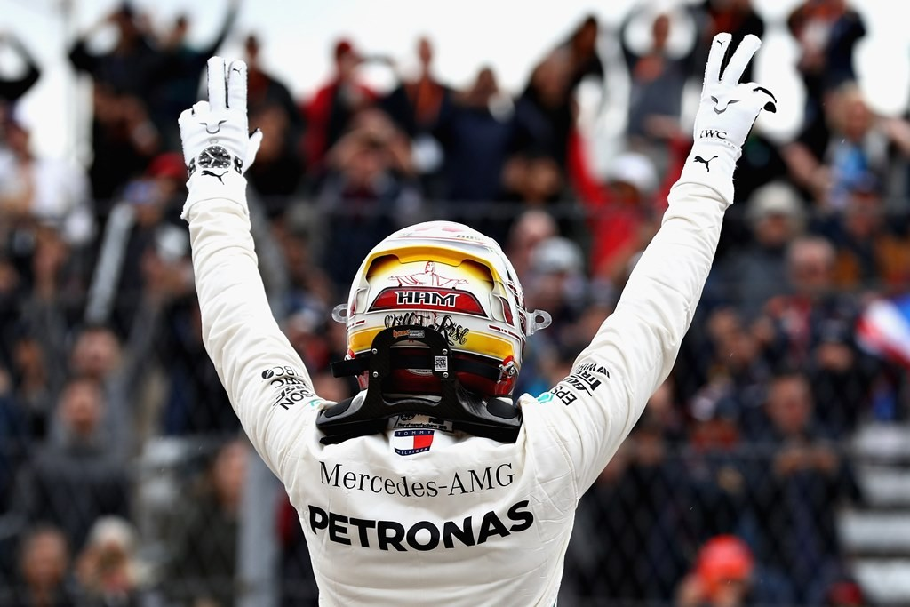 Selebrasi Lewis Hamilton saat merebut pole position F1GP America. (Mark Thompson/Getty Images/AFP)