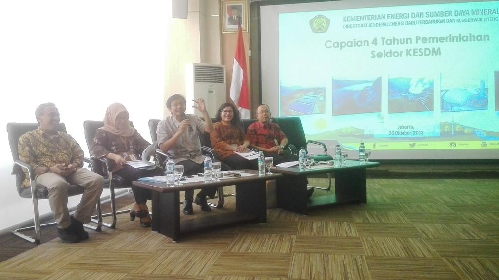 Dirjen EBTKE Kementerian ESDM Rida Mulyana (tengah). (FOTO: Medcom.id/Suci Sedya Utami)