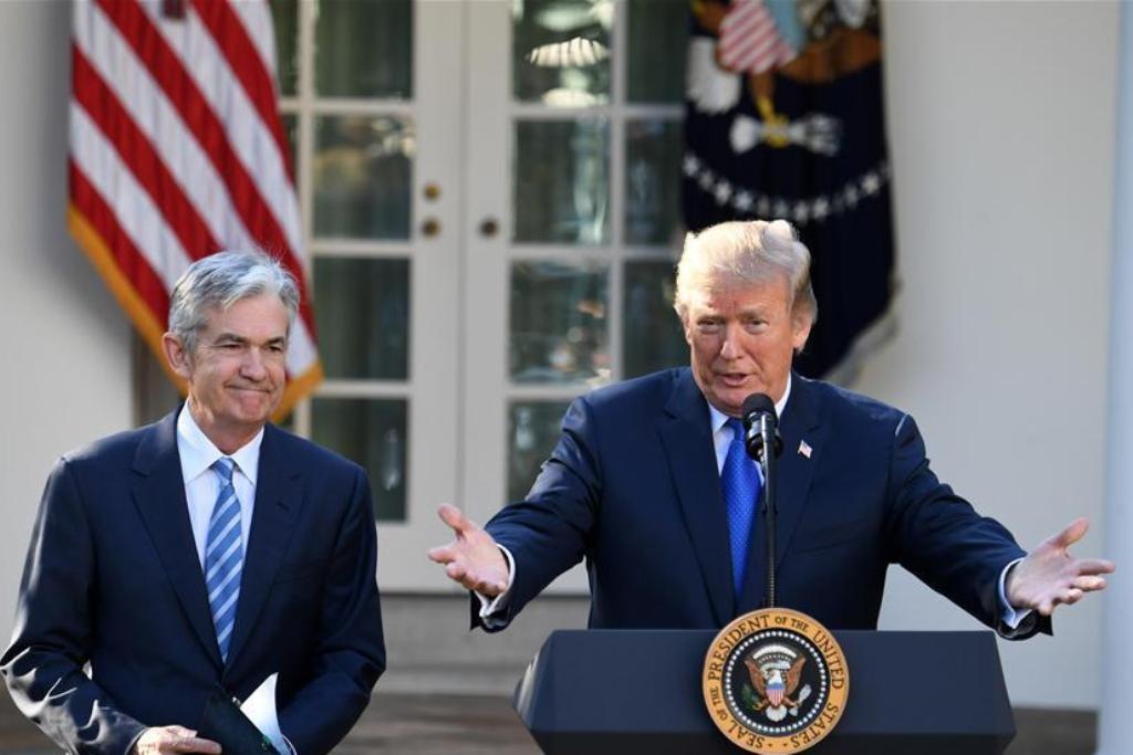 Presiden AS Donald Trump bersama dengan Ketua The Fed Jerome Powell (Xinhua/Yin Bogu)