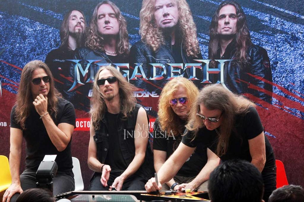 Megadeth Lelang Gitar untuk Korban Gempa Palu-Donggala
