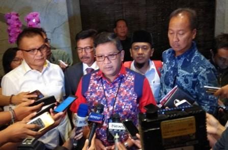 Sekretaris Tim Kampanye Nasional Koalisi Indonesia Kerja Hasto Kristiyanto (tengah). Foto: Medcom.id/Fachri Audhia Hafiez.