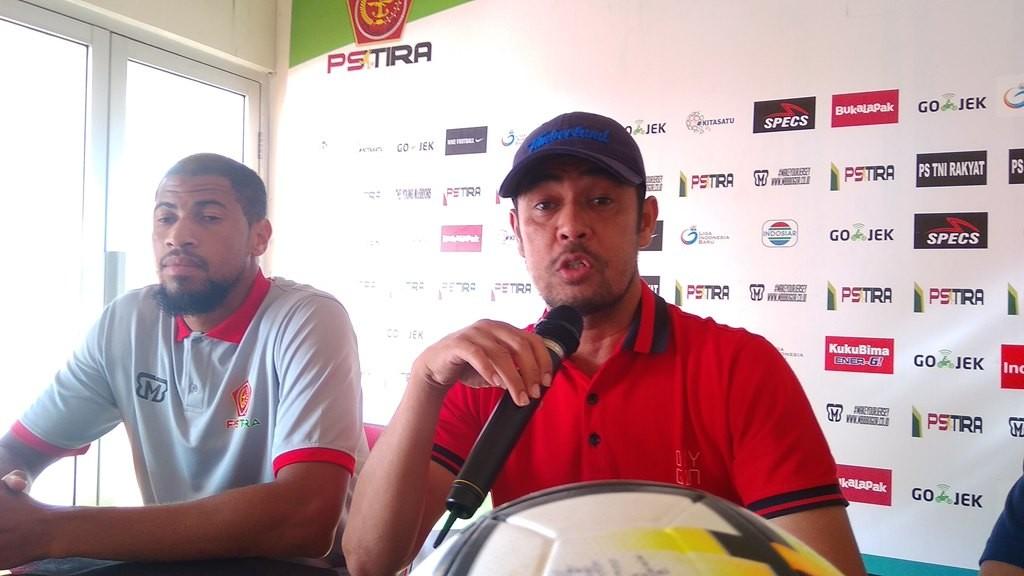 Nil Maizar dalam jumpa pers jelang laga PS Tira vs Persela Lamongan. (Foto: Medcom.id/Mustaqim)