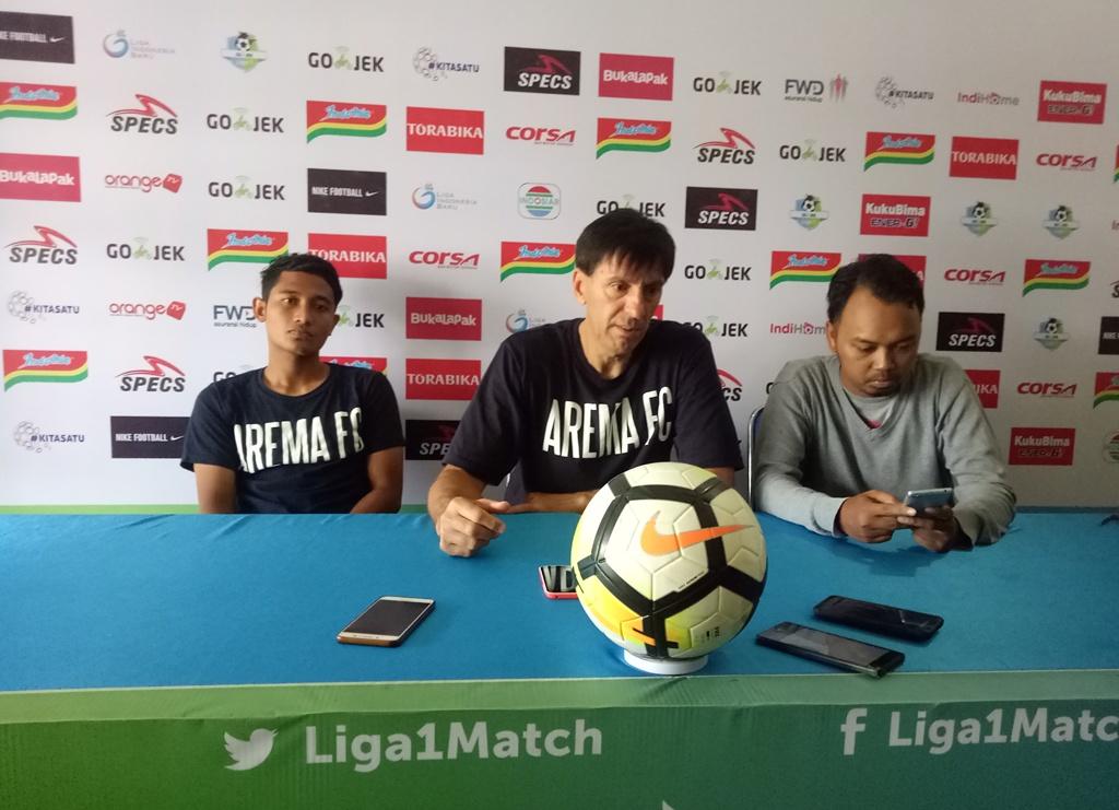 Pelatih Arema FC, Milan Petrovic dan Pemain Arema FC, M Nasir.