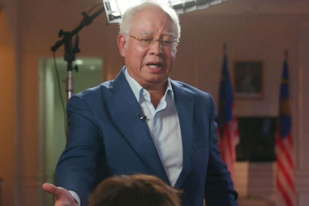 Mantan PM Malaysia Najib Razak meninggalkan ruang wawancara dengan Al Jazeera. (Foto: Al Jazeera)