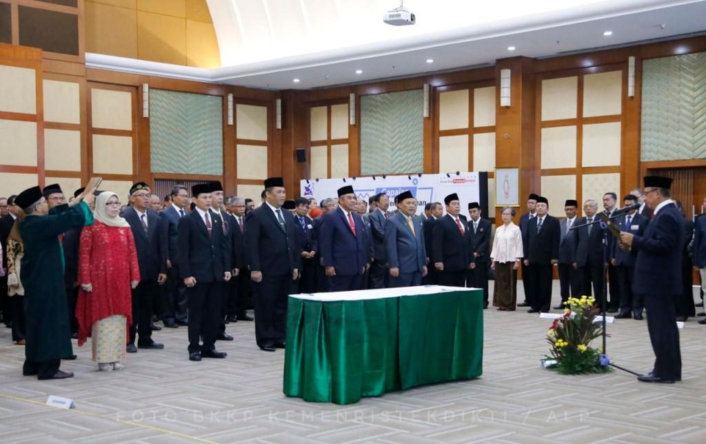 Menristekdikti, Mohamad Nasir melantik 10 Pimpinan PTN dan dua Kepala LLDIKTI (Lembaga Layanan Pendidikan Tinggi)., humas Kemenristekdikti.