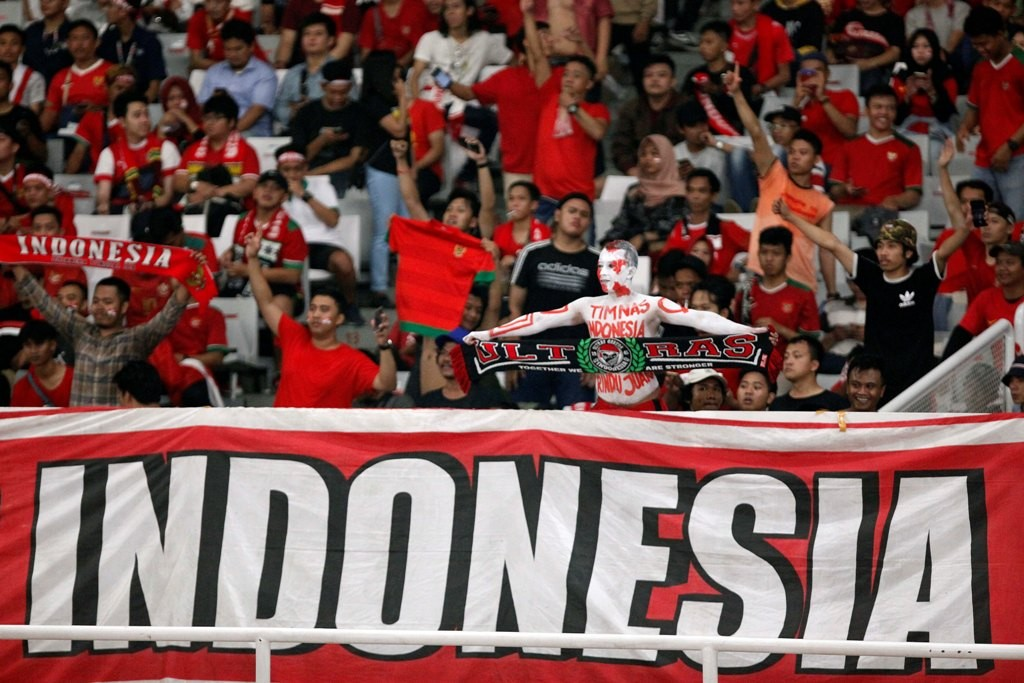 Suporter timnas Indonesia U-19 ketika melawan Uni Emirat Arab (Foto: MI/Rommy Pujianto)