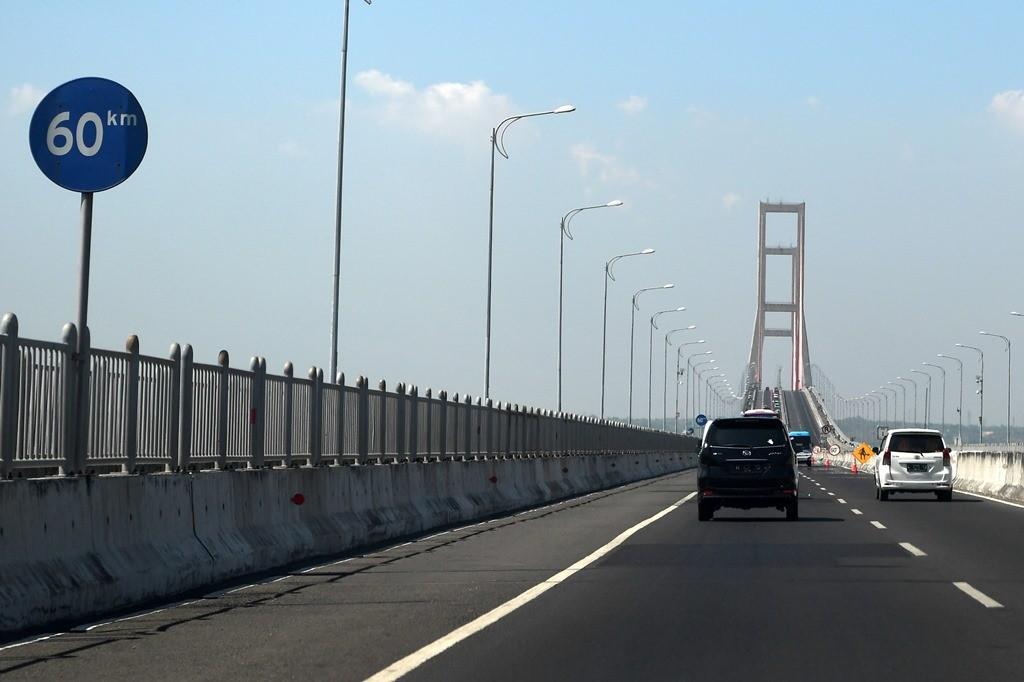 uasana Jembatan Suramadu di Surabaya, Jawa Timur. (ANT/Zabur Karuru)