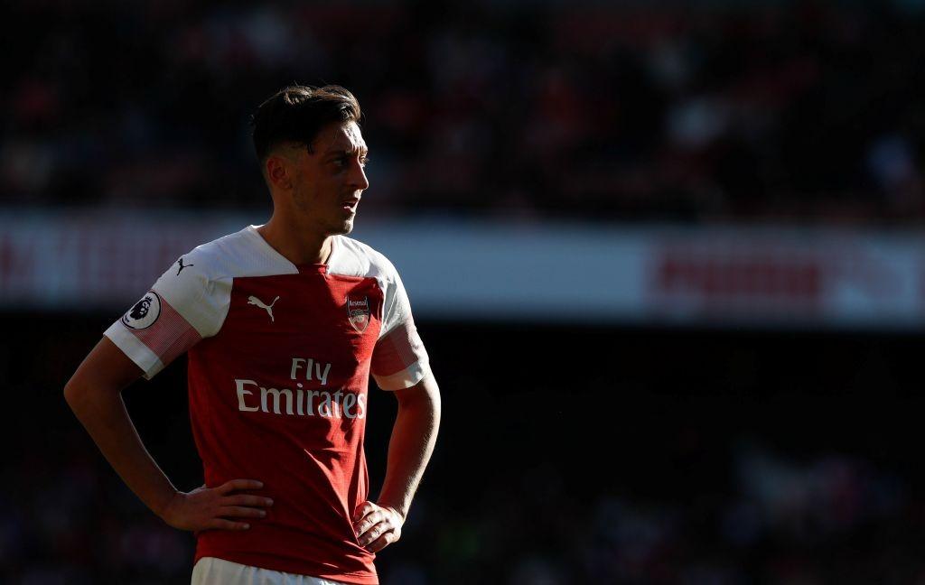 Mesut Oezil gagal membawa Arsenal menang atas Crystal Palace (Foto: AFP/Adrian Dennis)